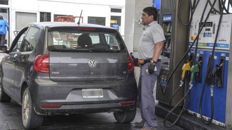 La tasa que pretende aplicar el Gobierno provincial a los combustibles dejaría prácticamente reducido a un margen muy mínimo el diferencial patagónico respecto al precio que las naftas tienen en Buenos Aires.