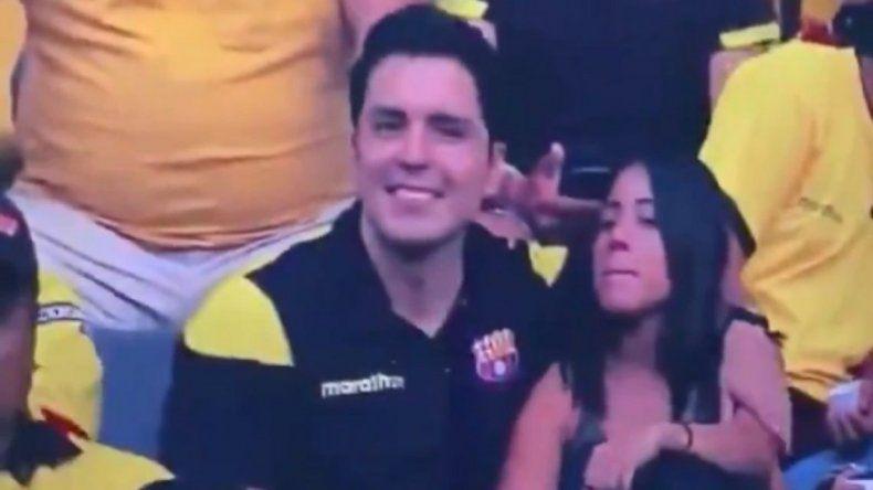 Captaron una infidelidad en vivo durante un partido de fútbol