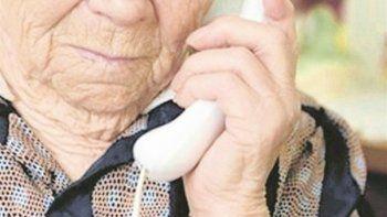 Los robos a ancianos continúan en La Loma y los delincuentes actúan con precisión e información previa. Los vecinos dicen que los llaman antes para conocer si tienen dinero en sus viviendas.