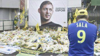 El delantero argentino Emiliano Sala sufrió un accidente aéreo cuando viajaba para incorporarse del Nantes francés al Cardiff de Gales.