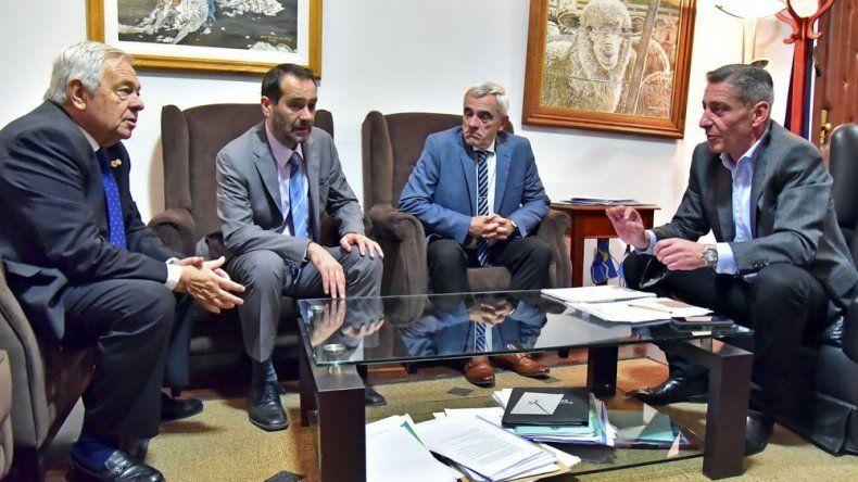 Arcioni y los tres ministros del Superior Tribunal que adoptaron la decisión de replicar el congelamiento de haberes por 6 meses para magistrados, funcionarios y empleados del Poder Judicial.