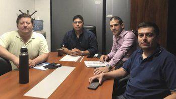 Pedro Luxen, Claudio Vidal, Luciano Azarloza -directivo de ENAP Sipetrol- y Héctor Cortés, en la reunión celebrada en Buenos Aires.