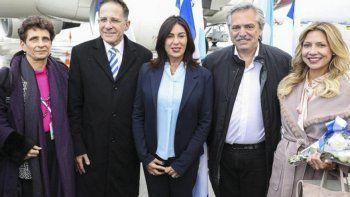 El Presidente en tierra israelí. Lo acompaña su pareja, Fabiola Yáñez.