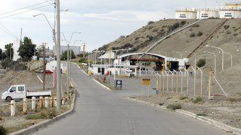 La medida en la playa de tanques es por políticas que aplica YPF en detrimento del empleo local.