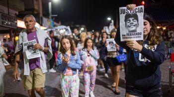Familiares de la novia de Fernando y turistas marcharon por el centro de Gesell