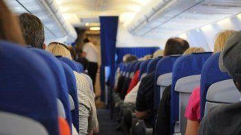 anciano se masturbo frente a dos mujeres en un avion