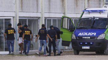 Los detenidos al ser llevados a las ruedas de reconocimiento.