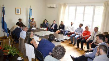 provincia proyecta un cluster petrolero junto a  empresas e instituciones de comodoro rivadavia