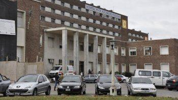 una mujer murio tras caer de un octavo piso e investigan a su pareja