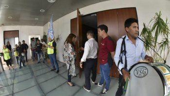 Las presencias en la Legislatura del ministro Antonena y el secretario Awstin no pasaron desapercibidas.