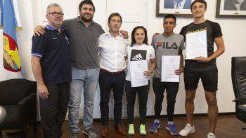 Autoridades y deportistas de elite se reunieron ayer en el despacho municipal de Comodoro Rivadavia.