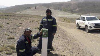 Personal de Vialidad Provincial colocó mojones y cartelería en el trayecto de la Ruta 41 que une Los Antiguos con Lago Posadas.