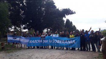 preparan nueva marcha por la soberania al lago escondido