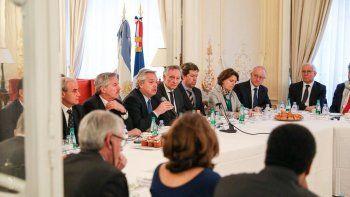 Alberto Fernández desayunó con empresarios franceses