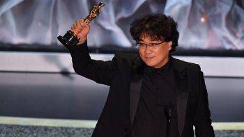 batacazo de parasite: se llevo los premios a mejor pelicula, guion y director