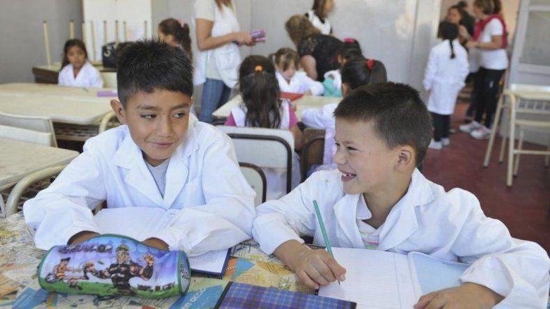 Para que empiecen las clases, Nación aporta cooperativistas