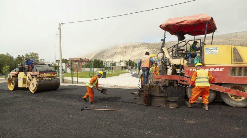 Avanza el plan de pavimentación del sector sur de Rada Tilly con fondos municipales