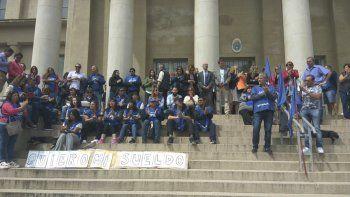 La protesta que se montó ayer en la sede del Juzgado de Ejecución.