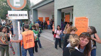 Trabajadores de Salud bloquean la entrada al Hospital de Trelew