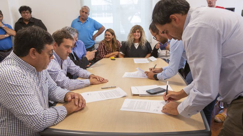 Municipales cerraron su paritaria 2019 con un incremento del 6%