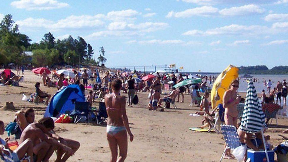 Sol y playa en el río Uruguay