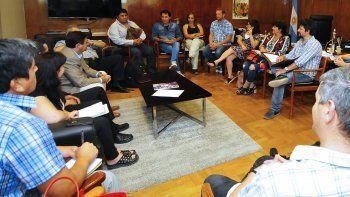 provincia ofrecio a los docentes cancelar la clausula gatillo adeudada desde 2019