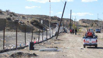 Operarios municipales tuvieron que volver a cercar una sección del perímetro de basural luego que desconocidos sustrajeran 60 metros de alambrado romboidal.