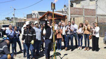 En el barrio Stella Maris se realizó ayer el acto simbólico para llevarle gas a decenas de habitantes.