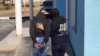 La mujer detenida fue alojada en los calabozos de la Comisaria Cuarta y su pareja en los de la Comisaría Primera. Ambos serán sometidos hoy a declaración indagatoria.