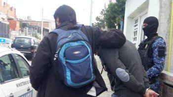 Uno de los 13 allanamientos en Comodoro se realizó en una barbería de la avenida Rivadavia en el Ceferino Namuncurá.