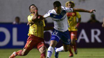 Vélez sufrió en la altura de Quito pero logró avanzar en la Sudamericana