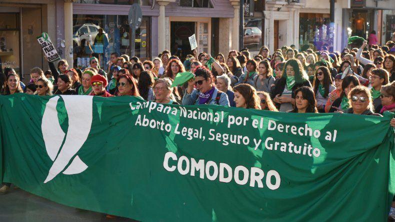 Más de 300 personas manifestaron que es una deuda de la democracia