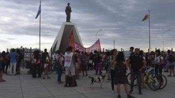 En Puerto Madryn los docentes se reunieron el mismo martes para plantear un paro la semana próxima.