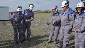 La gobernadora Alicia Kirchner fue invitada a realizar el tradicional corte de cintas, acompañada por directivos de la empresa CGC y el subsecretario de Hidrocarburos de la Nación.