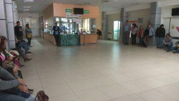 La asamblea que trabajadores de la salud realizaron ayer en el Hospital Regional.