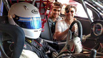 Miguel Otero junto a su familia en el autódromo de Bahía Blanca antes de salir a pista.