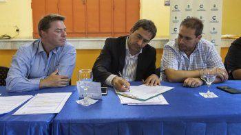 Luque encabezó ayer un acto de licitación de obras por 35 millones de pesos como inversión.