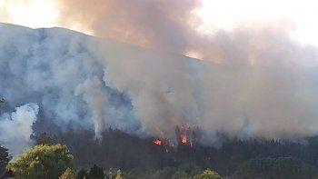 incendio forestal de importantes dimensiones en el bolson