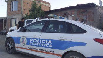 La Policía Científica trabajó el viernes en la casa de la calle Código 649 en busca de evidencias.