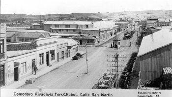 La autoridad política de la naciente ciudad fue ejercida en sus primeros años por la figura del juez de Paz. Luego llegaría el período de la Gobernación Militar y posteriormente la municipalización.