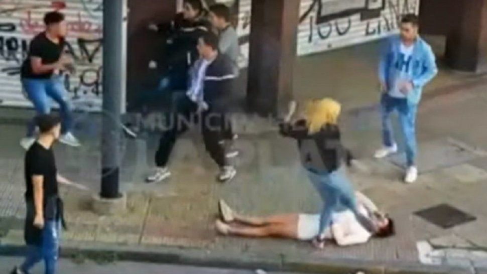 Una joven grave tras ser pateada en la cabeza
