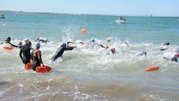 un centenar de nadadores festejo el aniversario de comodoro rivadavia