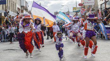 miles de comodorenses disfrutaron de la primera jornada de los carnavales
