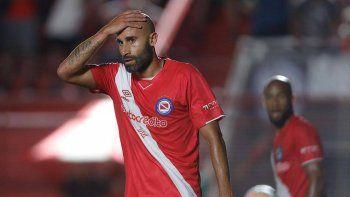 argentinos no pudo con sport huancayo y se despidio de la copa