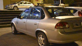 El taxi fue trasladado a la Comisaria Cuarta donde personal de la División Criminalística se ocupó de buscar huellas dactilares que pudiera haber dejado el asaltante.