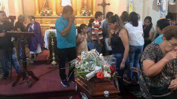 padres del nino asesinado en santa cruz despidieron sus restos en salta