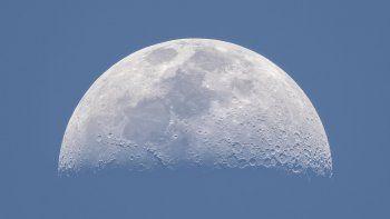¿la tierra tiene dos lunas y nadie se dio cuenta?