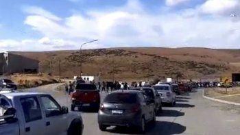 Hasta avanzada la tarde de ayer, gran parte de los despedidos y sus familiares permanecían cortando en Río Turbio la ruta complementaria N° 20.