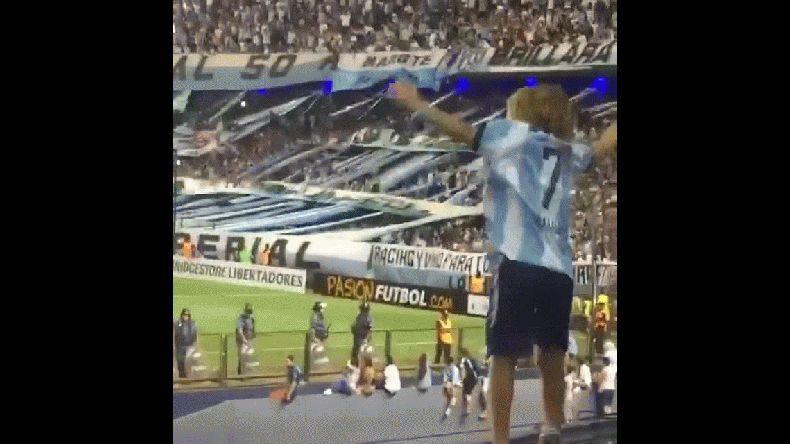 El festejo de un nene de Racing tras la clasificación a la Libertadores