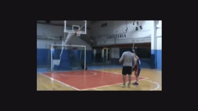 Gonzalo le ganó a Vlakman jugando al básquet y se llevó $2000